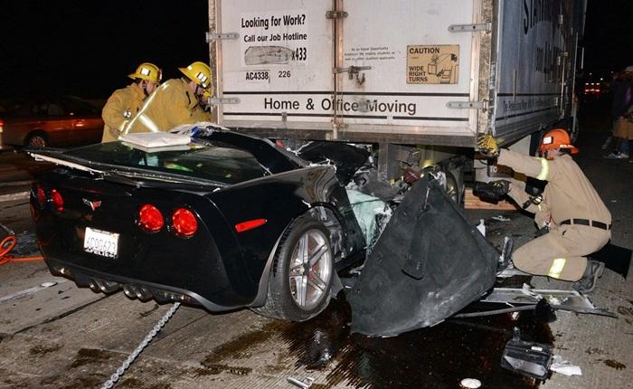 Cuidado, pois as imagens a seguir são chocantes. No início do mês, um motorista colidiu seu Chevrolet Corvette Z06 contra a traseira de um caminhão.Àpri...